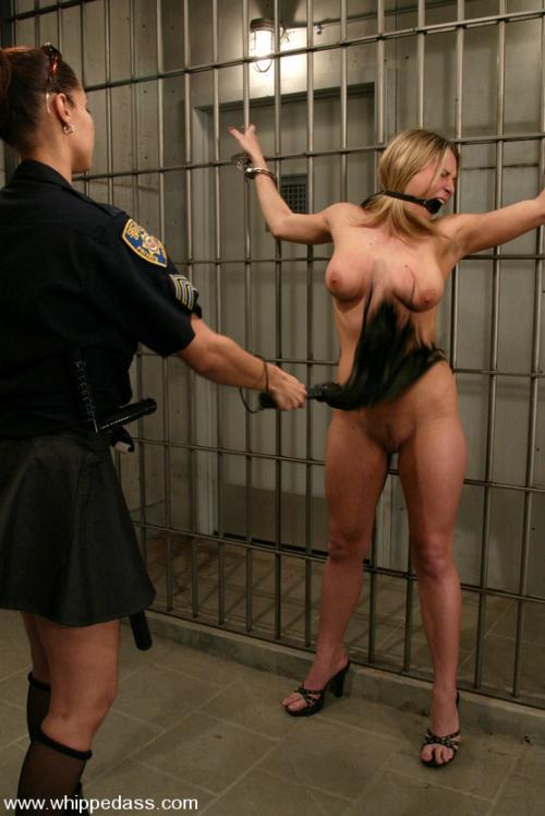 бдсм тюрьма закрытого типа для девушек рабынь два мужика